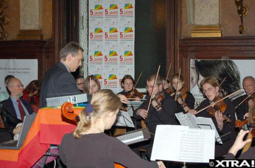 Dirigent Herbert Krenn und Orchester