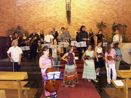 Suzuki Geigenschüler und Orchester