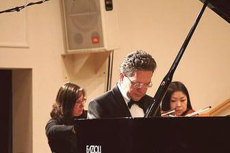 Notar Dr. Bäuml spielt Mozart Klavierkonzert No. 22 und 27