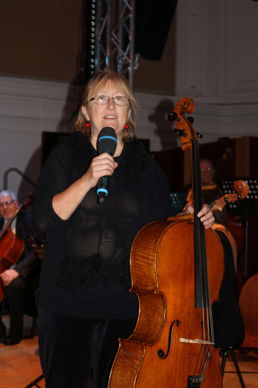Vereinsobfrau Cornelia Szabo-Knotik begrüßt