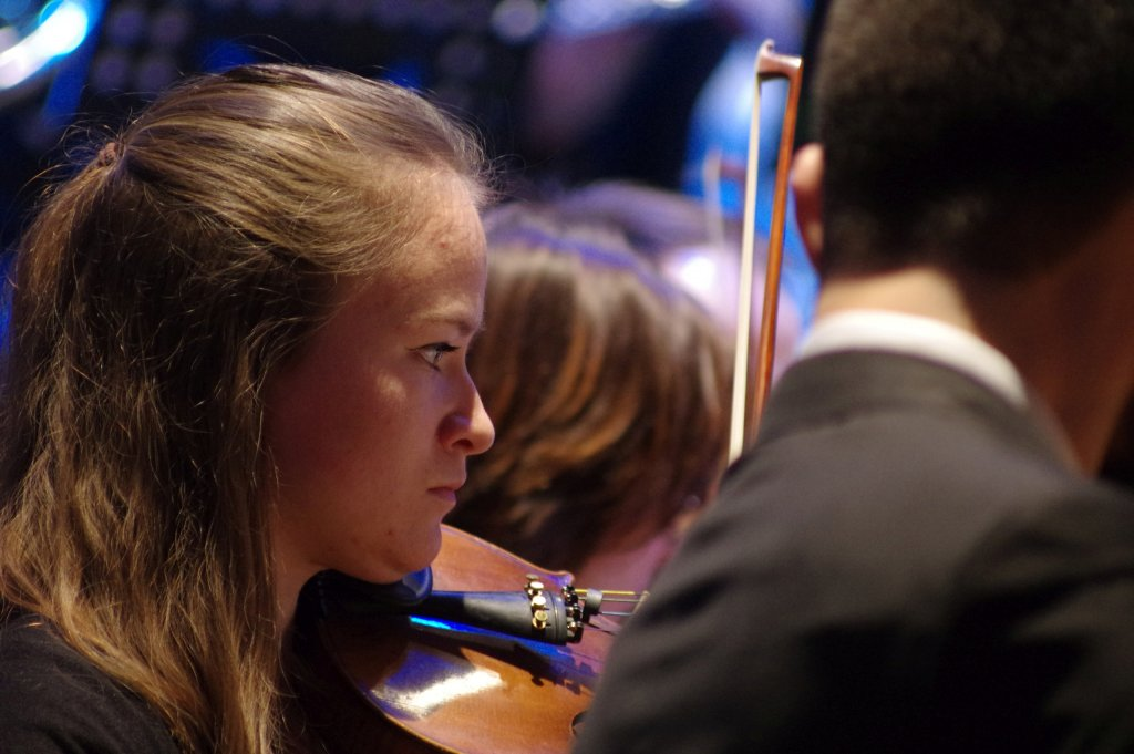 Delia bei den 1. Geigen