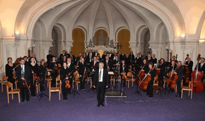 Orchester in der Krypta beim Konzert