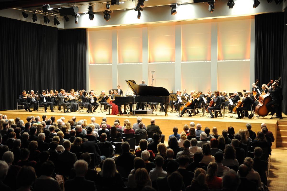 Orchester und Solistin auf der Bühene der Burg Perchtoldsdorf